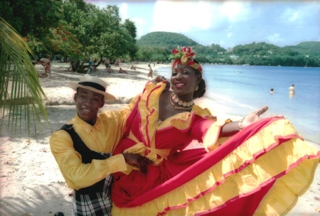 Martinique: Danceurs en costume créole traditionnel